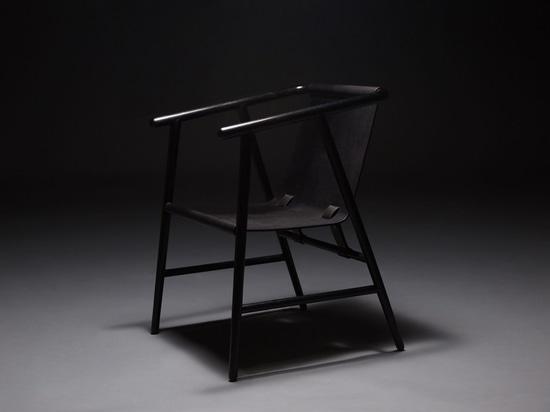 """El sueño negro es una serie de """"muebles con alma"""" por Sheng Yin y Kai Yi"""