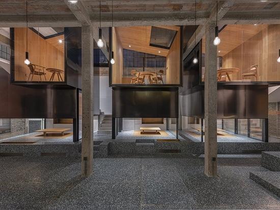 el linehouse apila salones de té de acero inoxidables en terrazo verde en Shangai