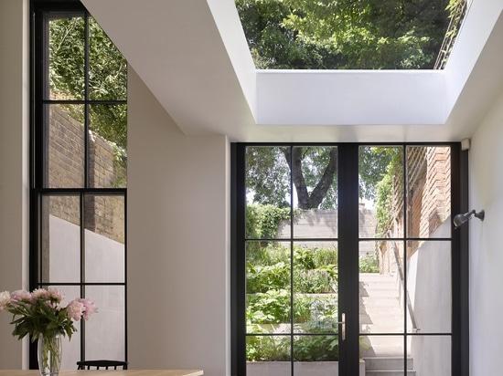 Dominic McKenzie Architects añade torre-como la extensión al hogar de Londres