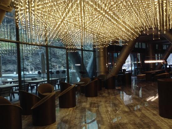 """El jade + el QA revela el hotel del """"groundscraper"""" en mina china"""