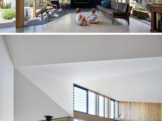 El espacio vital adicional fue añadido a este hogar australiano de los años 60