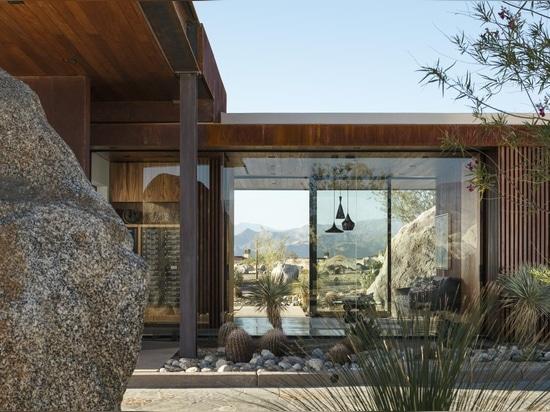 El cuerpo de guardia de las palizadas del desierto personifica la vida moderna del Palm Springs
