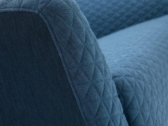 Las materias textiles acolchadas cubren asientos modernos