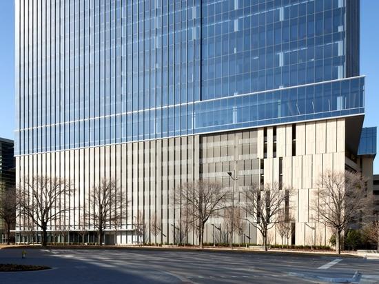 Edificio de oficinas con revestimiento del aparcamiento con telas arquitectónicas HAVER