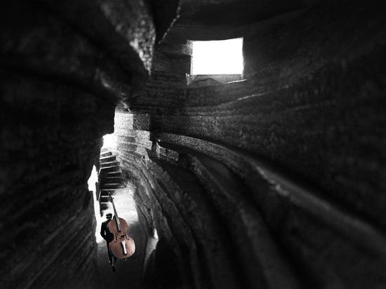 Capilla de los diseños de la arquitectura abierta de la sala de conciertos de los sonidos a parecer el canto rodado ahuecado-hacia fuera