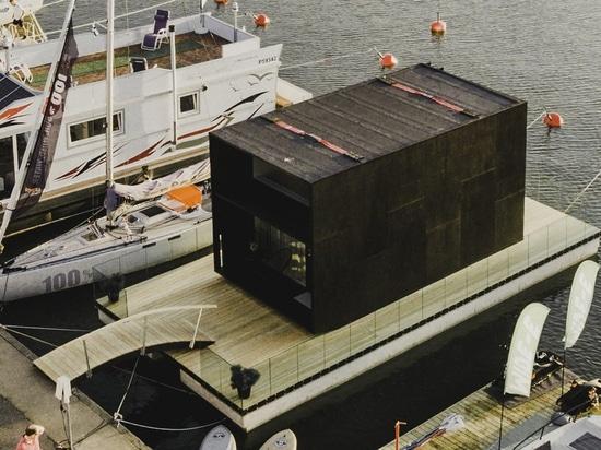 flotadores prefabricados minúsculos de la casa de los kodasema en el agua a través de pontón integrados