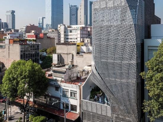 edificio de oficinas mexicano de los clads de los arquitectos del belzberg en fachada perforada del acero al carbono