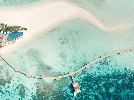 este centro turístico de lujo por autoban extrae de la arquitectura vernácula de los Maldivas