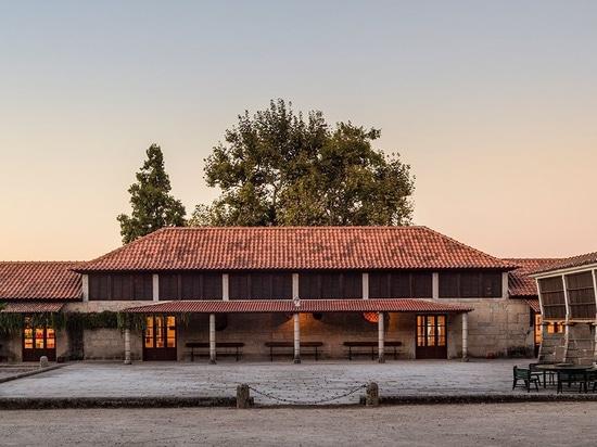 el estudio aguiar de Diogo convierte el granero averiado en lagar en Portugal septentrional pastoral