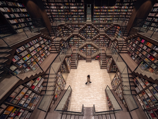 Librería Chongqing Zhongshuge / X+Living