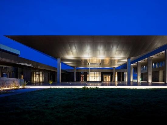 Una Armonía Completa con el Contexto: Centro de Congresos Congo Kintele y Resort Hotel