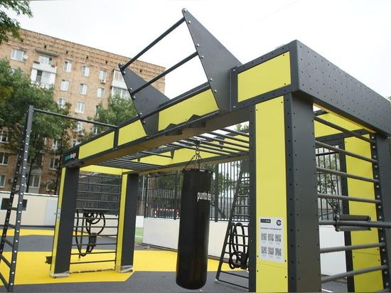 El Complejo Deportivo Punto encaja en la CAO (estación de metro Kurskaya, st. Zemlyanoi Val, 32), Moscú