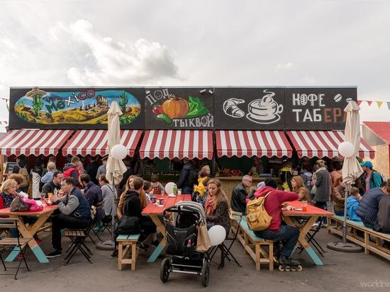 Mercado de verano en VDNKh, Moscú