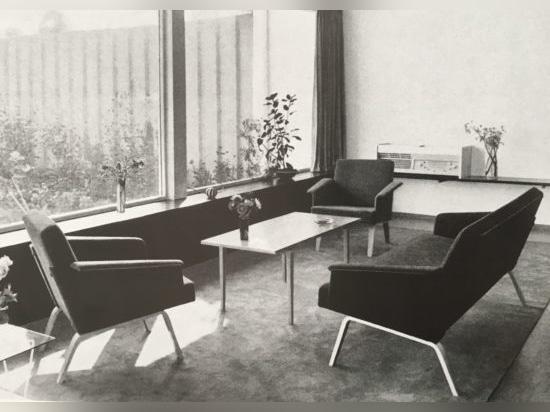 El programa de muebles tapizados 480 de Hirche para Wilkhahn es un ejemplo típico de la transformación de la empresa de una silla a un fabricante de muebles de encargo.