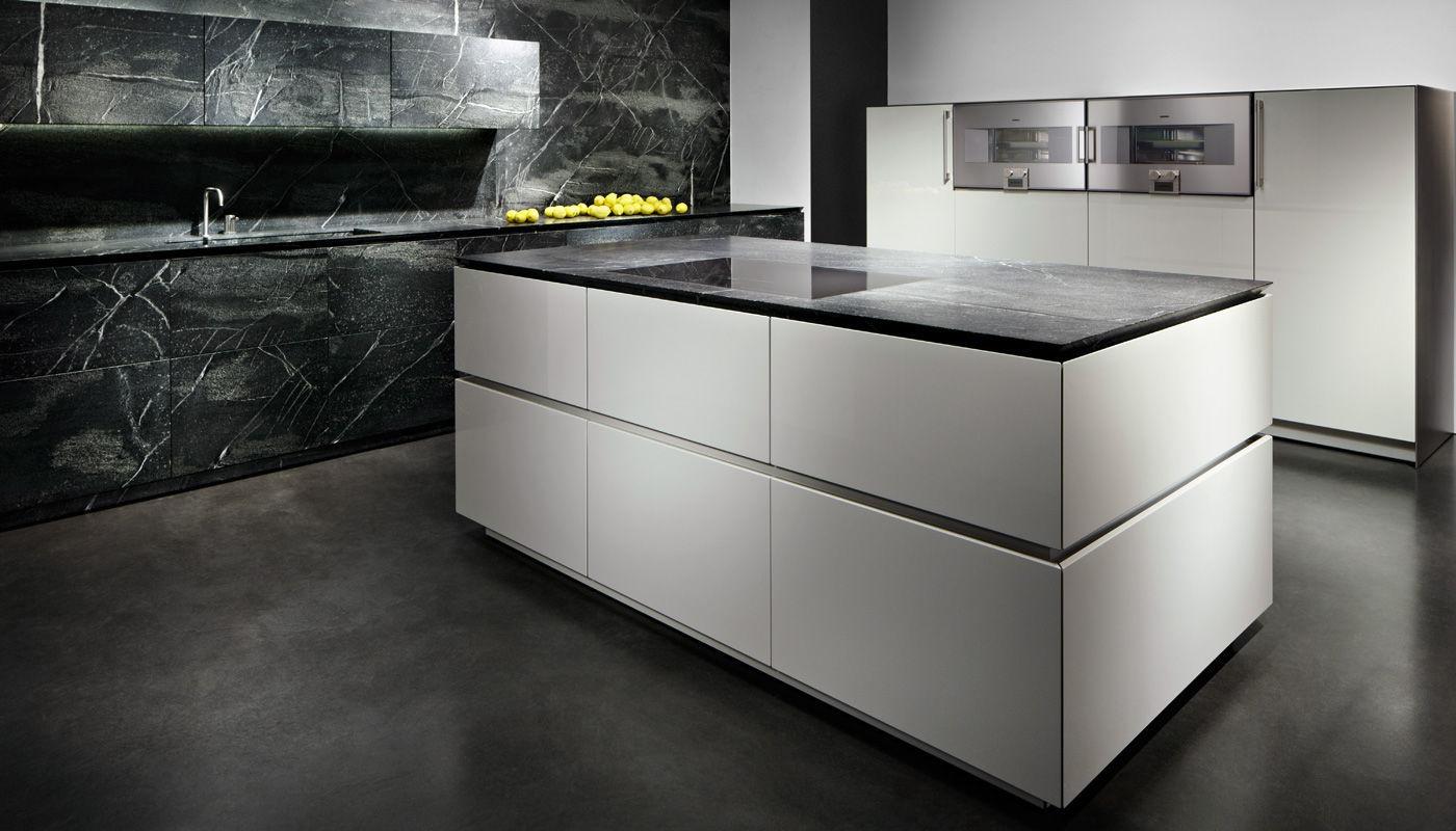 Cocina contemporánea - SOAPSTONE - eggersmann küchen GmbH & Co. KG