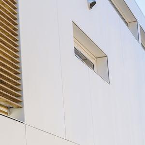 revestimiento de fachada en placas / de piedra sinterizada / pulido / satinado