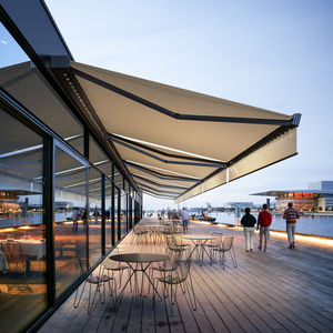 toldo con cofre / motorizado / para terraza / de balcón