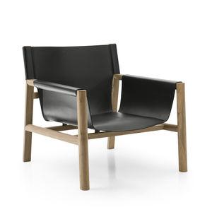 sillón contemporáneo / de cuero / madera / negro
