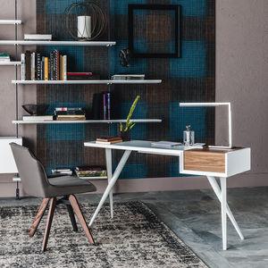 escritorio de nogal / de madera lacada / de acero lacado / contemporáneo