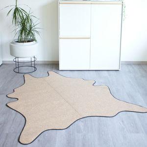 alfombra contemporánea / con motivos / de cuero / hecha a mano
