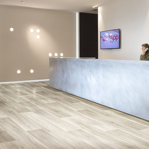 pavimento de vinilo / antideslizante / para comercio / para edificio público