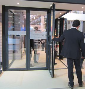 puerta de entrada / corredera / plegable / de aluminio