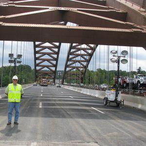 puente en forma de arco / de acero / de hormigón / prefabricado