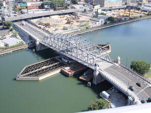 puente con estructura / de vigas / de hormigón armado / de hormigón prefabricado