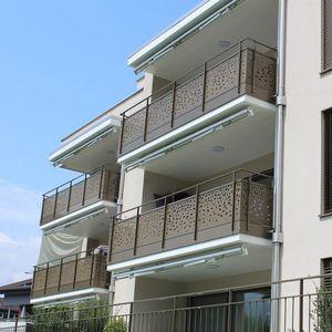 balcón con paneles