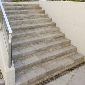 escalón de hormigón / para suelo técnico / prefabricado