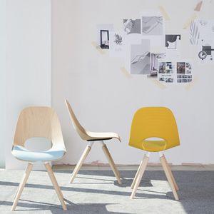 silla de restaurante contemporánea / apilable / patín / de madera