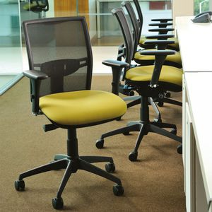 sillón de oficina contemporáneo / de tejido / con ruedas / con reposabrazos