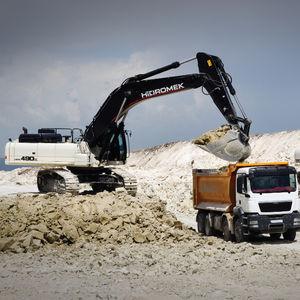 excavadora con orugas / compacta / de bajo consumo de combustible / ergonómica