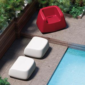 sillón contemporáneo / de polietileno / gris / blanco