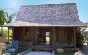 casa de tipo bungalow / contemporánea / con armazón de madera / con terraza