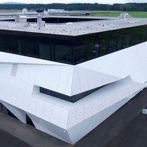 revestimiento de fachada de paneles / de aluminio / de material compuesto / liso