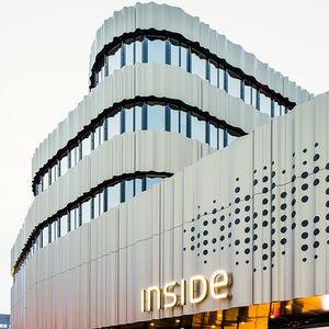 revestimiento de fachada de tipo cassette / de aluminio / de material compuesto / perforado
