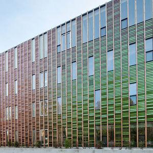 revestimiento de fachada en láminas / de aluminio / de material compuesto / liso
