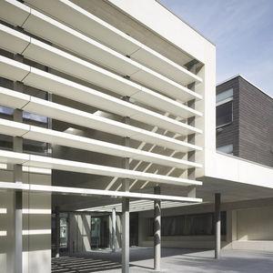 celosía con lamas aluminio / de material compuesto / para fachada / vertical