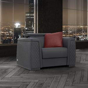 sillón contemporáneo / de cuero / de madera / con reposapiés