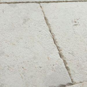 adoquín de piedra calcárea