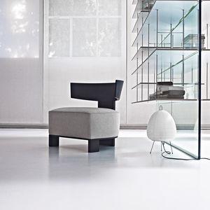 sillón bajo contemporáneo / de tejido / de cuero / de roble