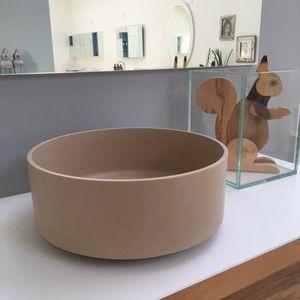 lavabo sobre encimera / redondo / de mineral compuesto / contemporáneo