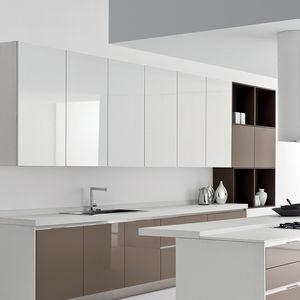 cocina contemporánea / de roble / de madera lacada / de aluminio