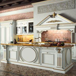 cocina de estilo / de madera maciza / con isla / lacada