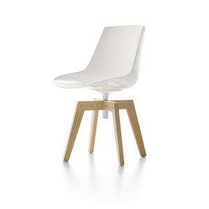 silla contemporánea / giratoria / de iroko / de policarbonato