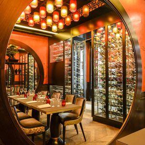 vinoteca para hotel / de madera / a medida / acristalada