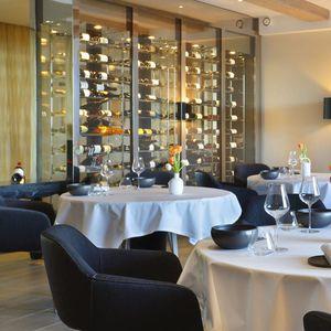 vinoteca para hotel / de acero inoxidable / epoxi / a medida