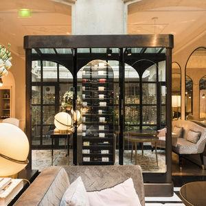 vinoteca para hotel / de vidrio / a medida / acristalada
