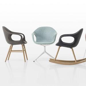 silla de diseño escandinavo / tapizada / con reposabrazos / patín